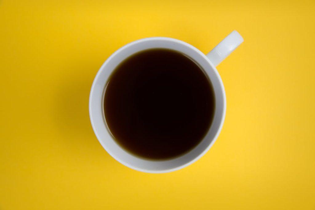 Exagerou na bebida? Veja dicas para amenizar os efeitos da ressaca - Café